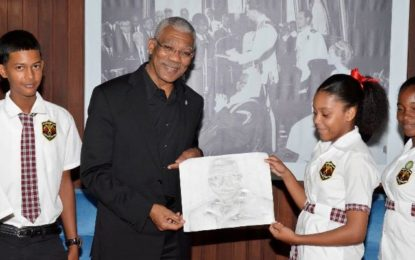 President receives portrait from 14 years old student