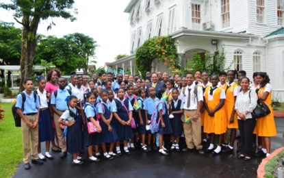 Secondary school students tour Prime Minister's official residence