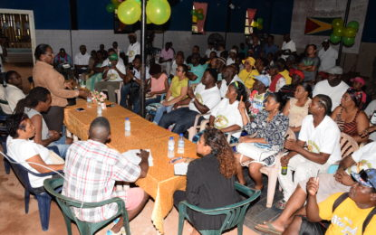 Minister Broomes encourages Mahdia syndicate members to work together