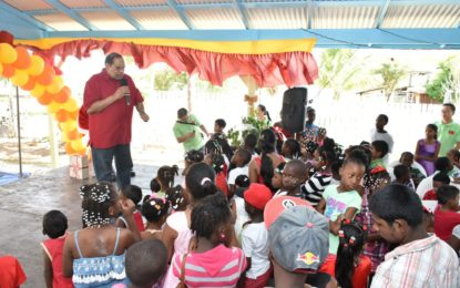 PM and Mrs. Nagamootoo host annual kids Xmas party in Fyrish