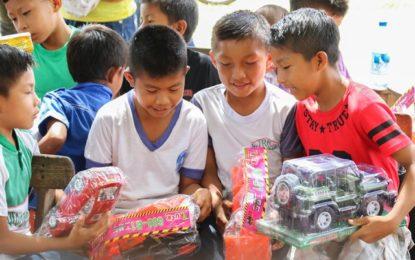 Gift Distribution Drive in Aranaputa Village