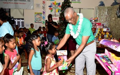 President spreads Christmas cheer at Lusignan