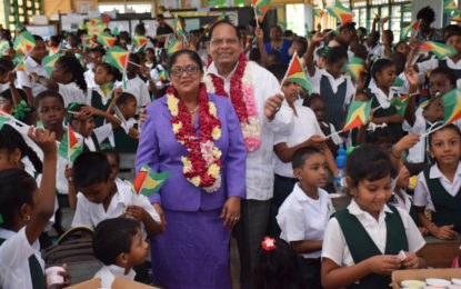 PM celebrates 70th birthday with Auchlyne Primary School students