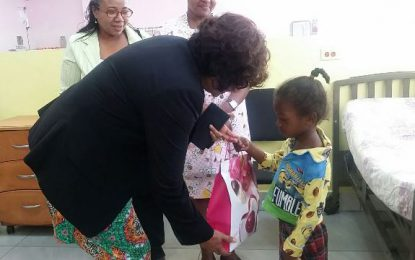 Minister Lowe brings smiles to the faces of children at GPHC