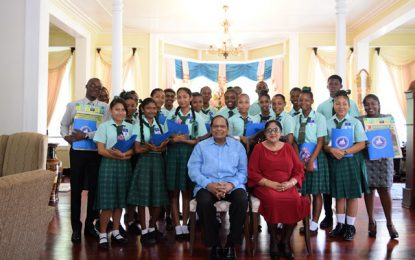 Students and teachers tour Prime Minister's Residence  – exhibitions hosted in observance of 52nd Independence Anniversary