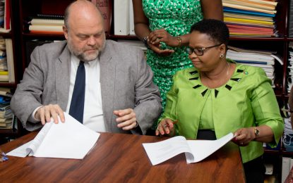 MOU signed between Health Min and Peace Corps