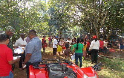 Minister Felix distributes additional supplies to Venezuelan migrants