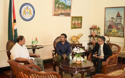 Indian Sculptor calls on PM Nagamootoo