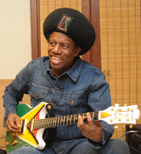 [Eddy-and-Guyana-Flag-Guitar-1]