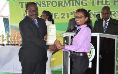 Public service graduates pledge professionalism