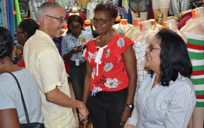 Min. Gaskin visits Regent Street businesses during annual Christmas Walkabout