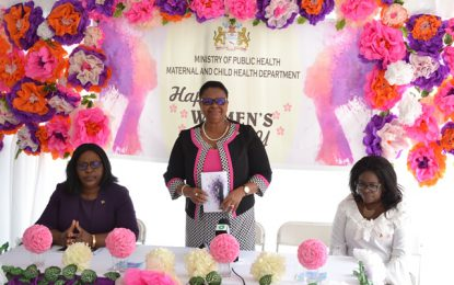 Health Ministry honors Auxiliary Staff