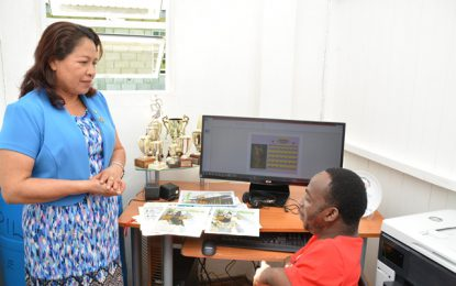 Public Affairs Minister donates computer gear to East Coast entrepreneur
