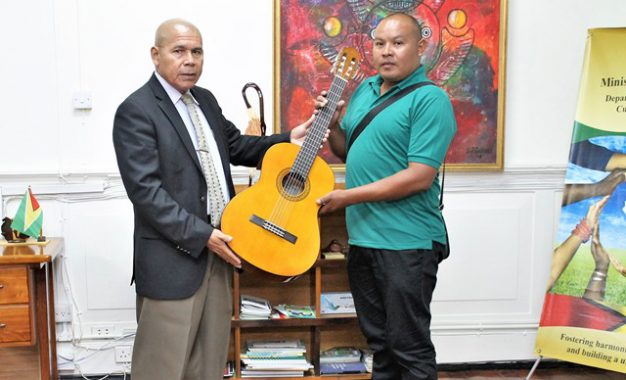 Minister Norton gifts guitar to Paruima village