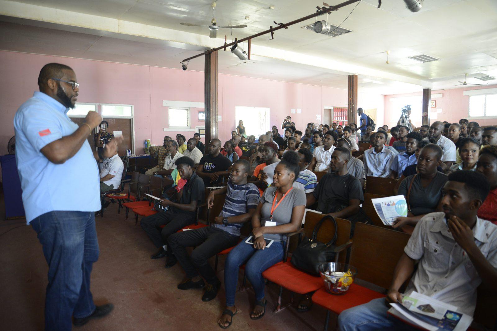 Hundreds of Lindeners attend Schlumberger recruitment fair