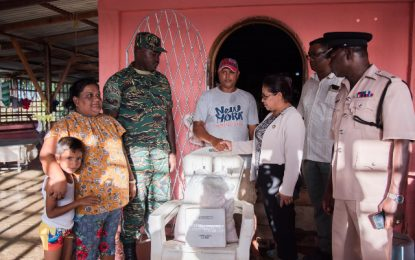 Govt delivers help to flood victims
