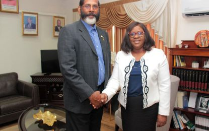 Honorary Consul of The Bahamas calls on the Foreign Minister