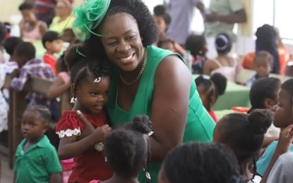 Minister Henry spreads Christmas cheer in Berbice