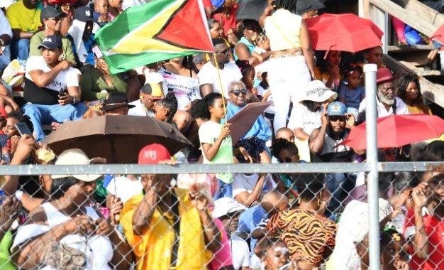 Hundreds gather at Durban Park